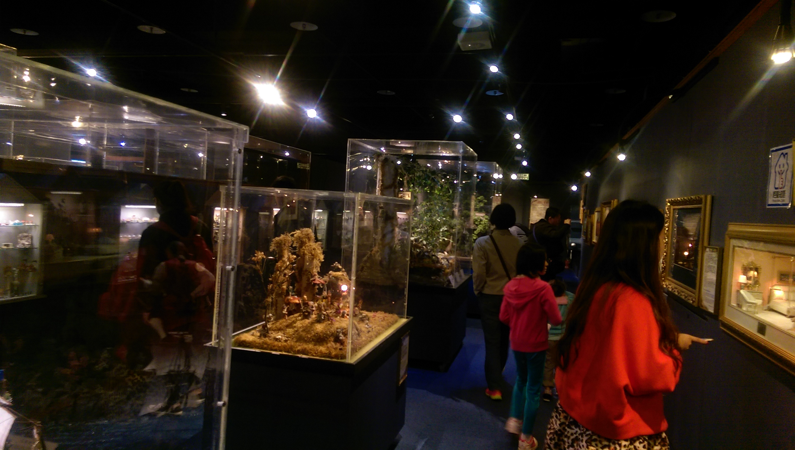 Patrons looking at the displays at the Taiwan Miniatures Museum