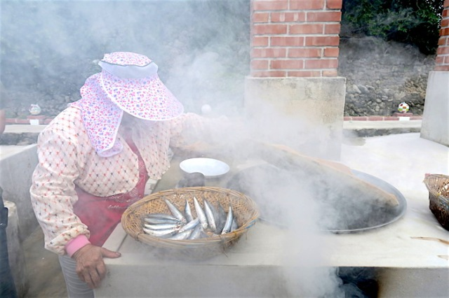 cooking-sardines-on-fu-ji-stove
