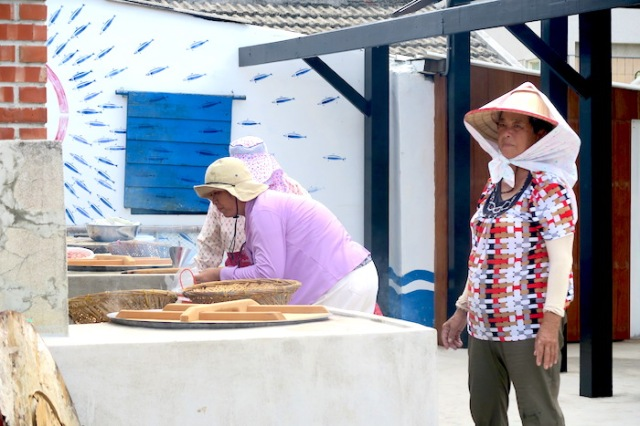 Women preparing traditional food in Penghu, Taiwan