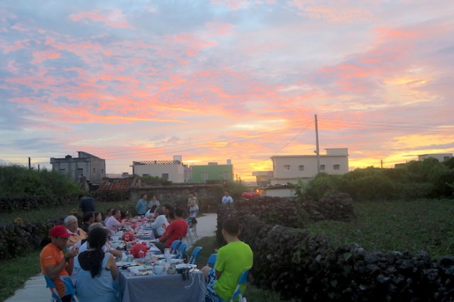 A dinner in Nanliao under the sunset and clouds