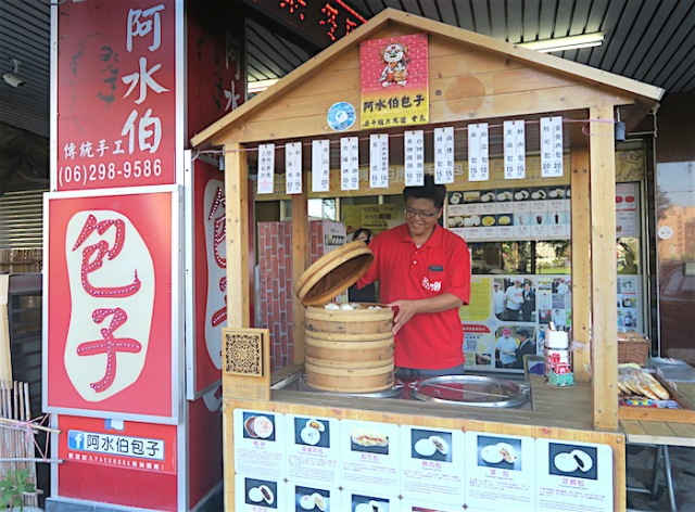 Uncle A-Shui's Steamed Bun Store stand