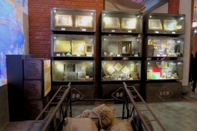 A display at Sin Hong Chuun Tea House