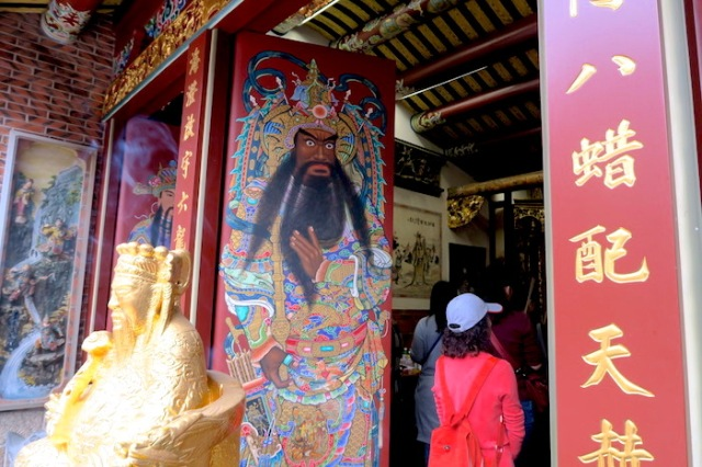 Artwork on the door of Xia Hai City God Temple