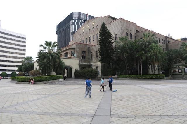 Kids playing outside Zhongshan Hall, Taipei